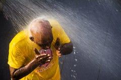 Patiti indù che eseguono bagno rituale durante il festival di Thaipusam Fotografia Stock