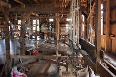 Patka wyłania się izbową ina tkaninę w Myanmar obrazy royalty free