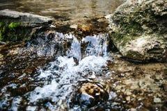 Patna vattenfall nära vid Rishikesh royaltyfria foton