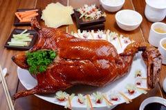 Pato ahumado de Pekín en plato imágenes de archivo libres de regalías