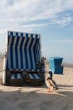 Pato com cadeiras de praia Imagem de Stock Royalty Free