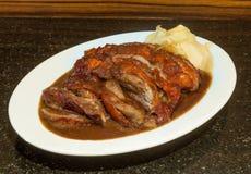 Pato de assado delicioso no fundo de pedra Imagem de Stock Royalty Free
