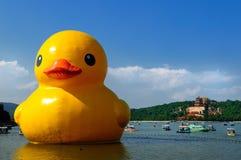 Pato de borracha gigante Fotografia de Stock Royalty Free