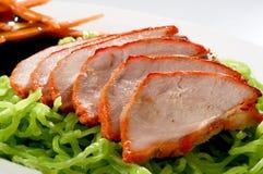 Pato de carne asada de los tallarines en la placa Imagen de archivo