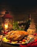 Pato de la Navidad de la carne asada con las manzanas Foto de archivo libre de regalías