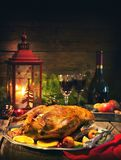 Pato de la Navidad de la carne asada con las manzanas Foto de archivo