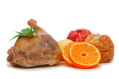 Pato do assado com repolho vermelho e maçãs. fotos de stock royalty free