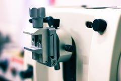 Patologiczny tkankowy zarabia sekcja cienki plasterek robi microtome dla hitopathological analizy zdjęcia stock