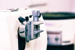 Patologiczny tkankowy zarabia sekcja cienki plasterek robi microtome dla hitopathological analizy zdjęcie royalty free
