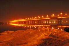 Paton Brücke nachts, Kiew, MA Stockfotos