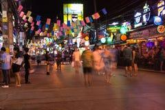 Patong Bangla väg på natten, Phuket, Thailand Royaltyfri Bild