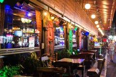 Patong-Nachtstraße in Phuket, Thailand 2017 Lizenzfreie Stockbilder