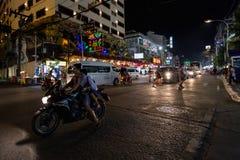 Patong område Phuket, Thailand Bangla väg på natten arkivfoton