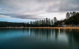 Patonga strand på gryningen fotografering för bildbyråer