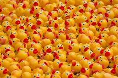 Patos de goma en masa Foto de archivo