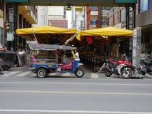 Patpong-Straße in Vorbereitung auf Nachtmarkt Lizenzfreie Stockfotos