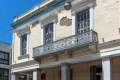 PATRAS, GRECJA MAY 28, 2015: Typowa ulica w Patras, Peloponnese, Grecja Zdjęcie Royalty Free