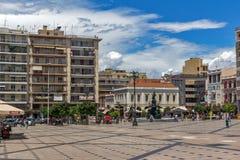 PATRAS, GRIECHENLAND AM 28. MAI 2015: Panoramablick von König George I Square in Patras, Peloponnes, Griechenland lizenzfreies stockfoto