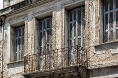 PATRAS, GRIEKENLAND 28 MEI, 2015: Typische straat in Patras, de Peloponnesus, Griekenland Royalty-vrije Stock Foto's