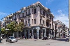 PATRAS, GRIEKENLAND 28 MEI, 2015: Typische straat in Patras, de Peloponnesus, Griekenland Stock Foto's