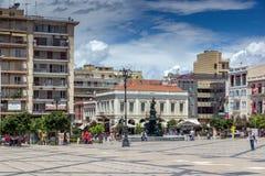 PATRASSO, GRECIA 28 MAGGIO 2015: Punto di vista panoramico di re George I Square a Patrasso, il Peloponneso, Grecia fotografia stock libera da diritti