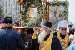 Patriarcado ucraniano de Moscú de la iglesia ortodoxa de los feligreses durante la procesión religiosa Kiev, Ucrania Fotografía de archivo libre de regalías