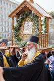 Patriarcado ucraniano de Moscú de la iglesia ortodoxa de los feligreses durante la procesión religiosa Kiev, Ucrania Imagen de archivo libre de regalías