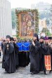Patriarcado ucraniano de Moscou da igreja ortodoxa dos paroquianos durante a procissão religiosa Kiev, Ucrânia Fotos de Stock