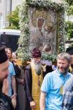 Patriarcado ucraniano de Moscou da igreja ortodoxa dos paroquianos durante a procissão religiosa Kiev, Ucrânia Imagem de Stock