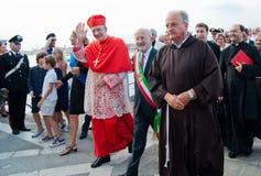 Patriarch Moraglia, welches die Massen grüßt Lizenzfreie Stockfotos