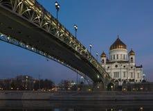 Patriarchalische Brücke in der Kathedrale von Christus der Retter in Moskau nachts Stockfoto