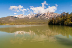 Patricia Lake Alberta, Kanada arkivfoto