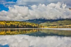 Patricia Lake in Jasper National Park lizenzfreies stockbild