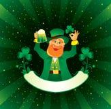 Patrick con la cerveza y el trébol Fotos de archivo libres de regalías