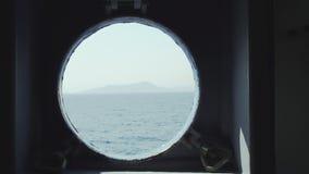 Patrijspoortvenster op reizende veerboot