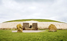 Património mundial do UNESCO - Newgrange, Ireland fotografia de stock royalty free