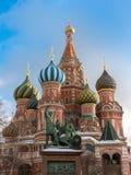 Patrimônio mundial da catedral do ` s da manjericão do St em Rússia foto de stock