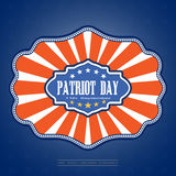 Patriot-Tag - vector Bild auf einem blauen Hintergrund der Steigung mit Sternen Vector Illustration des Patriot-Tages mit Ausweis Lizenzfreie Stockfotos