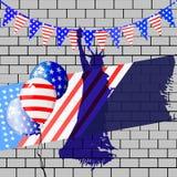 Patriota em um chapéu e com uma bandeira Quarto de julho Imagens de Stock