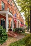 Patriotische Nachbarschaftsstraße Stockfoto