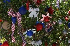 Patriotischer Weihnachtsbaum in Fort Myers, Florida, USA Stockbilder