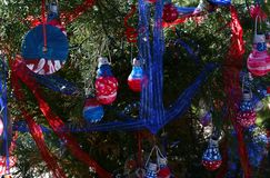 Patriotischer Weihnachtsbaum in Fort Myers, Florida, USA stockfotos