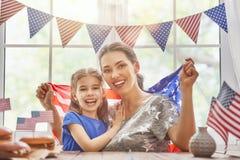Patriotisk ferie lycklig familj Royaltyfria Bilder
