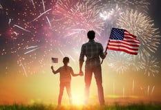Patriotisk ferie lycklig familj Royaltyfri Bild