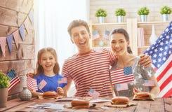 Patriotisk ferie lycklig familj Royaltyfria Foton