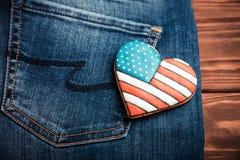 Patriotisk kaka på en bakficka av jeans Fotografering för Bildbyråer