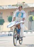 Patriotisk person som rider en cykel Arkivbilder