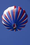 Patriotisk röd vit och blåa ballonger för varm luft Fotografering för Bildbyråer