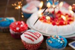 Patriotisk 4th av den juli kakan och muffin Arkivfoto