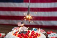 Patriotisk 4th av den juli kakan och muffin Fotografering för Bildbyråer